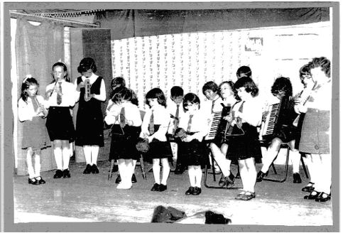 my memories of school days English compositions: next memories of my childhood days: my first recollection of my childhood my days were happy ones before i started going to school.